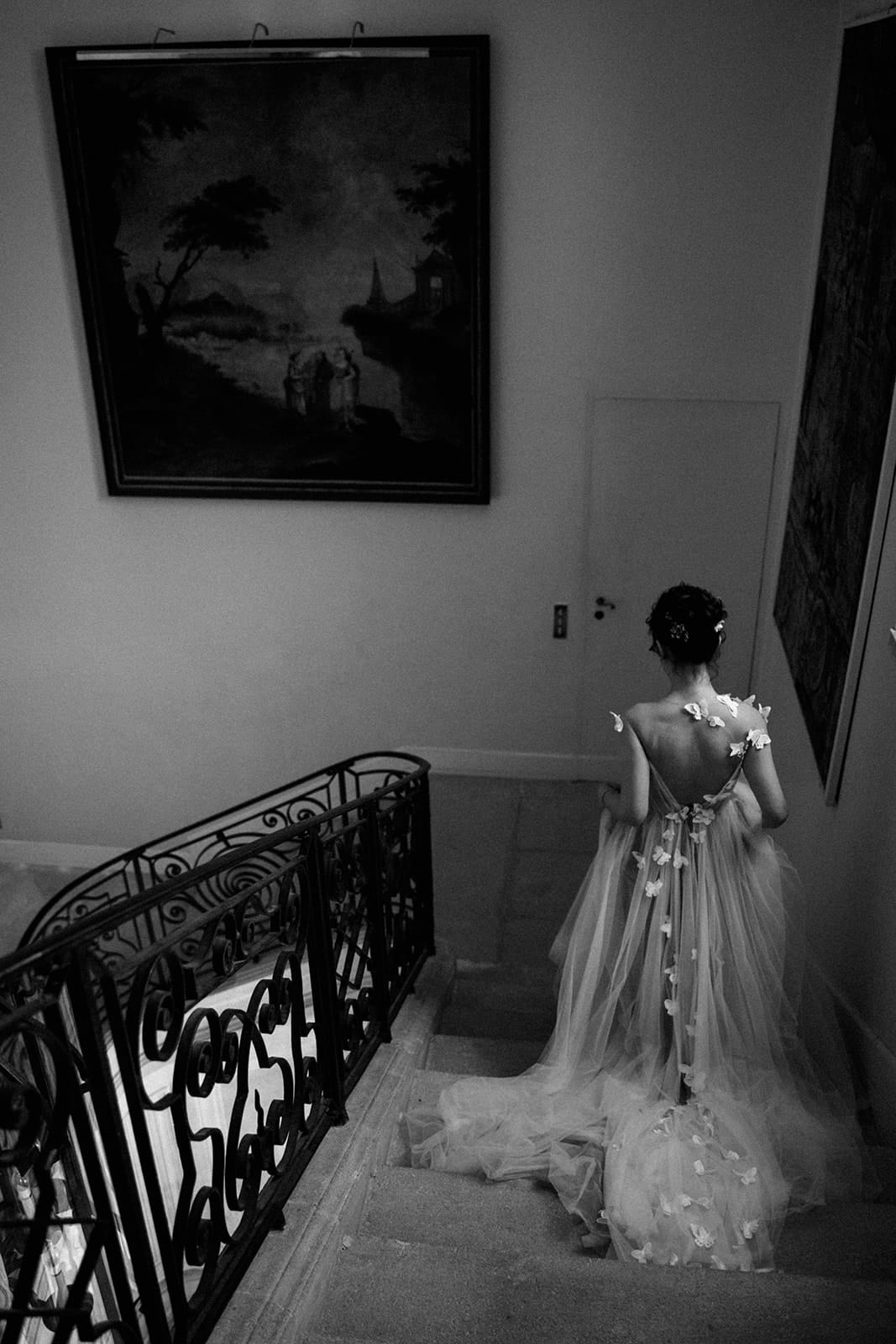 Bride walking for first look chateau de details from a wedding at Chateau de Tourreau