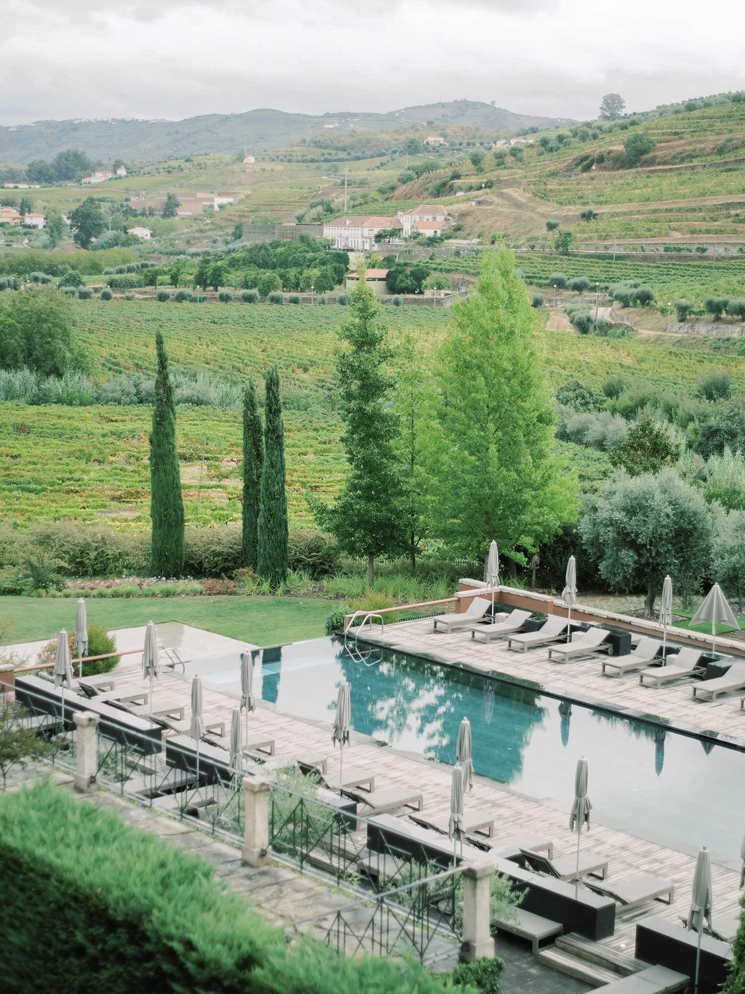 Fall wedding stunning location in Douro Valley