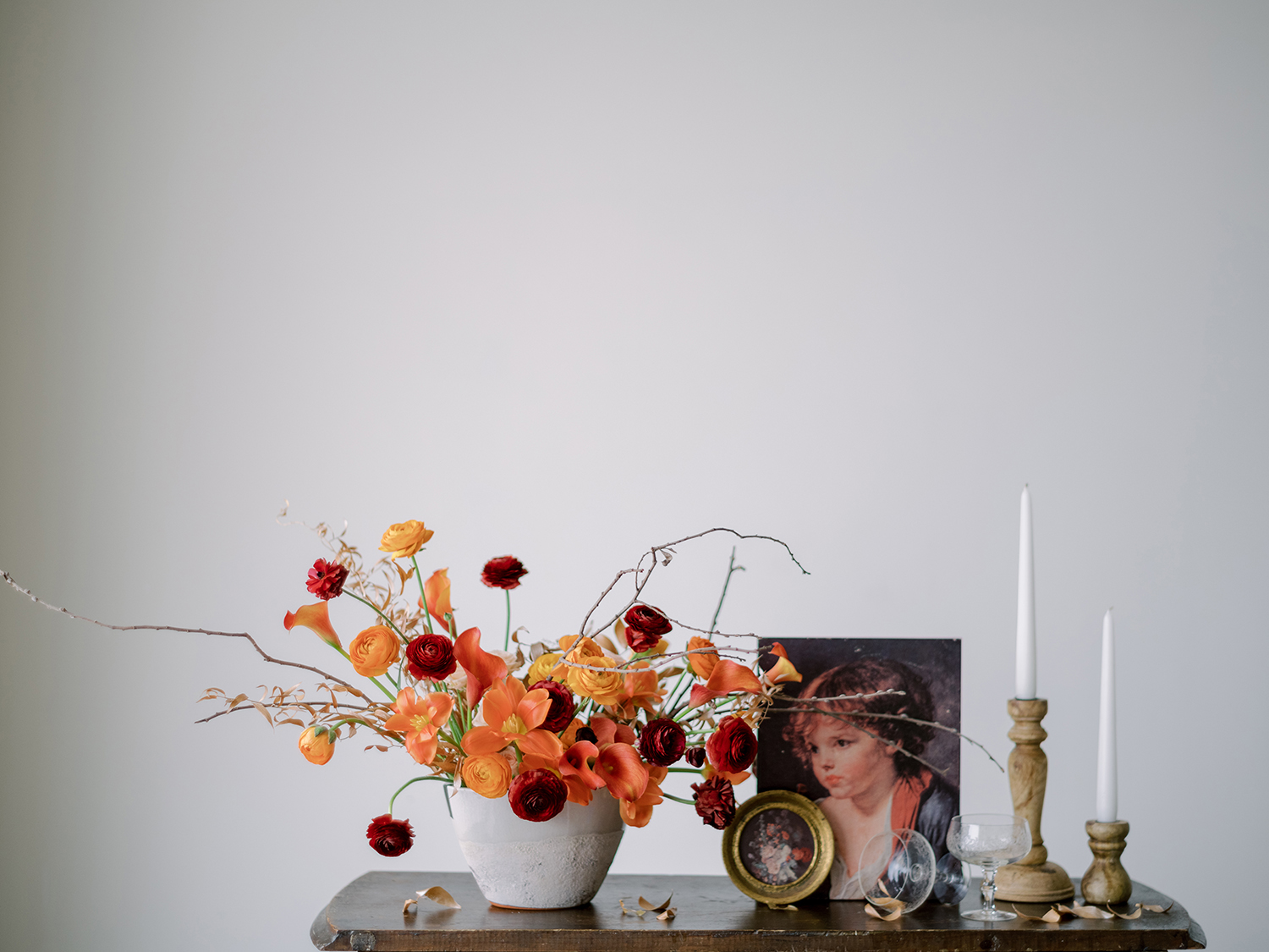 Modern ceramic combined with vintage details, for this wedding inspiration