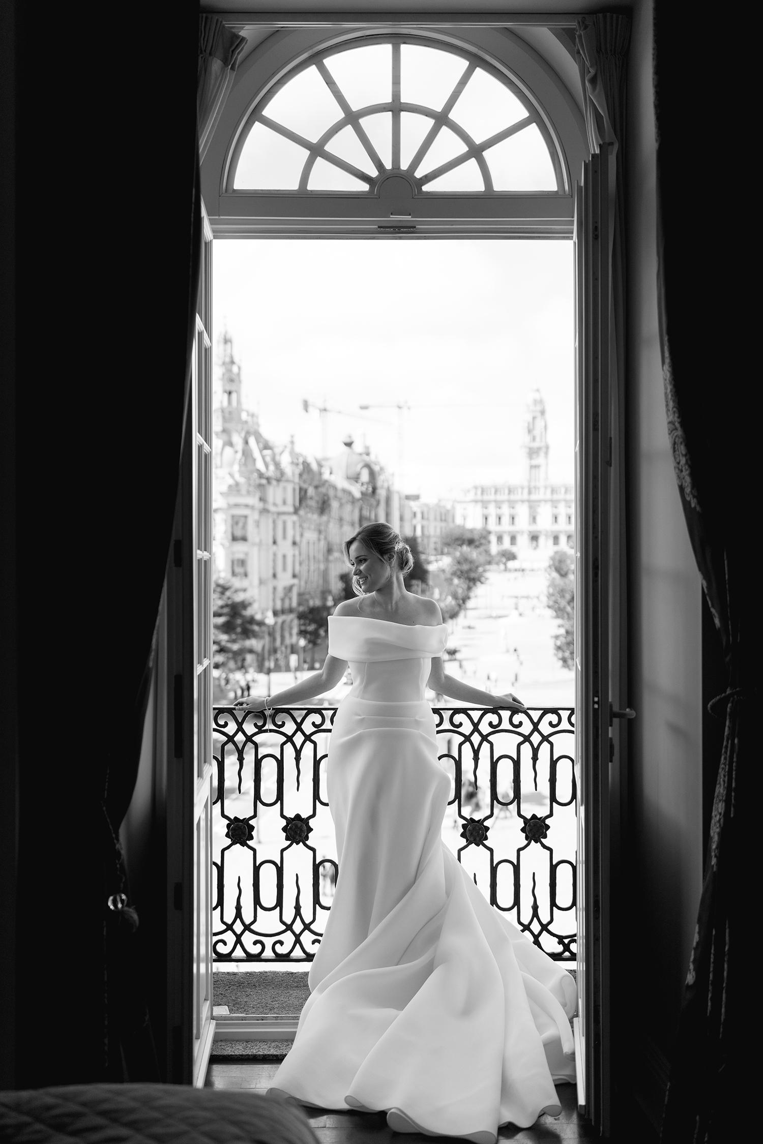 Bridal portraits of a wedding in beautiful Porto, Portugal