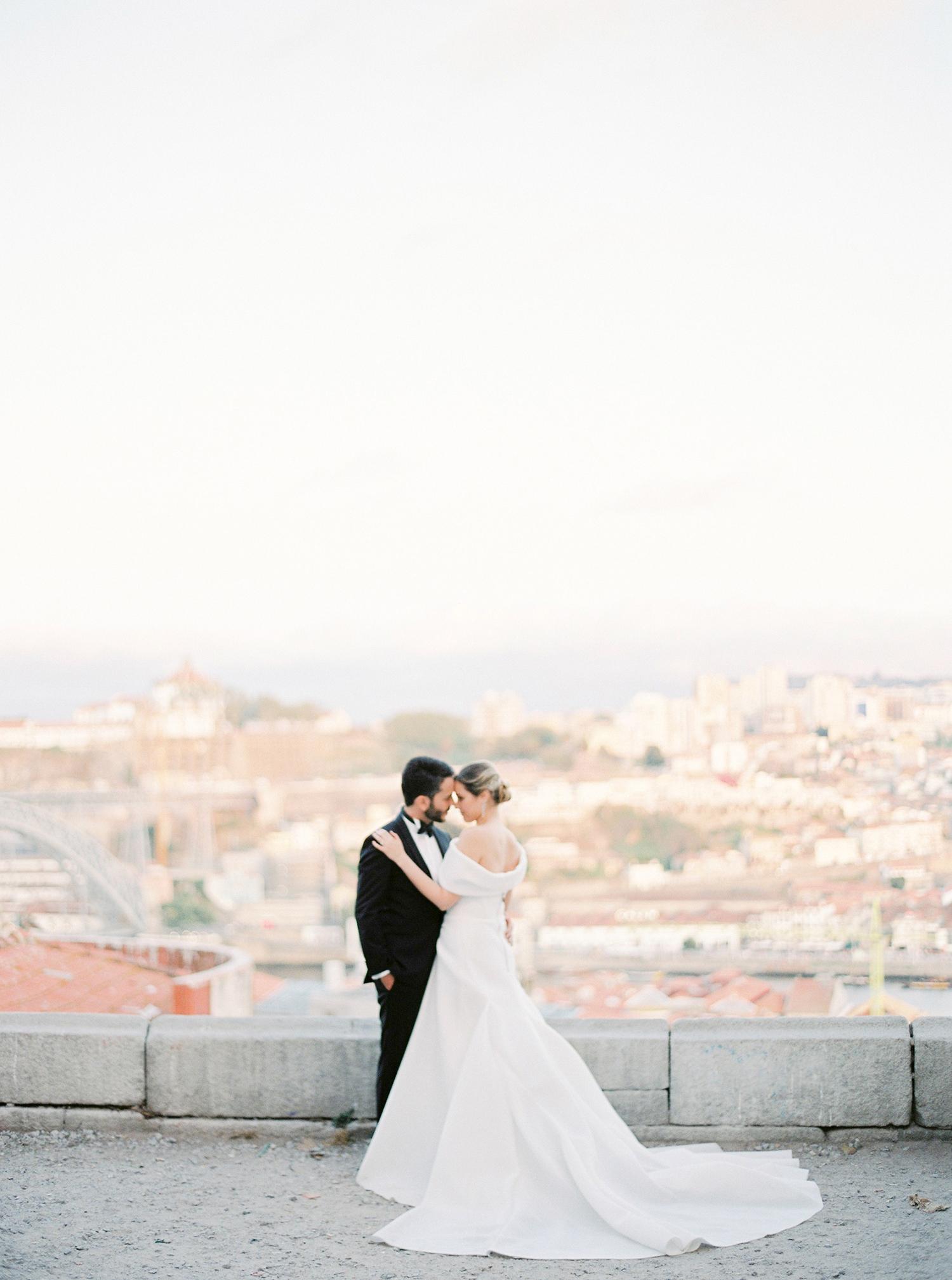 Wedding portraits overlooking the city