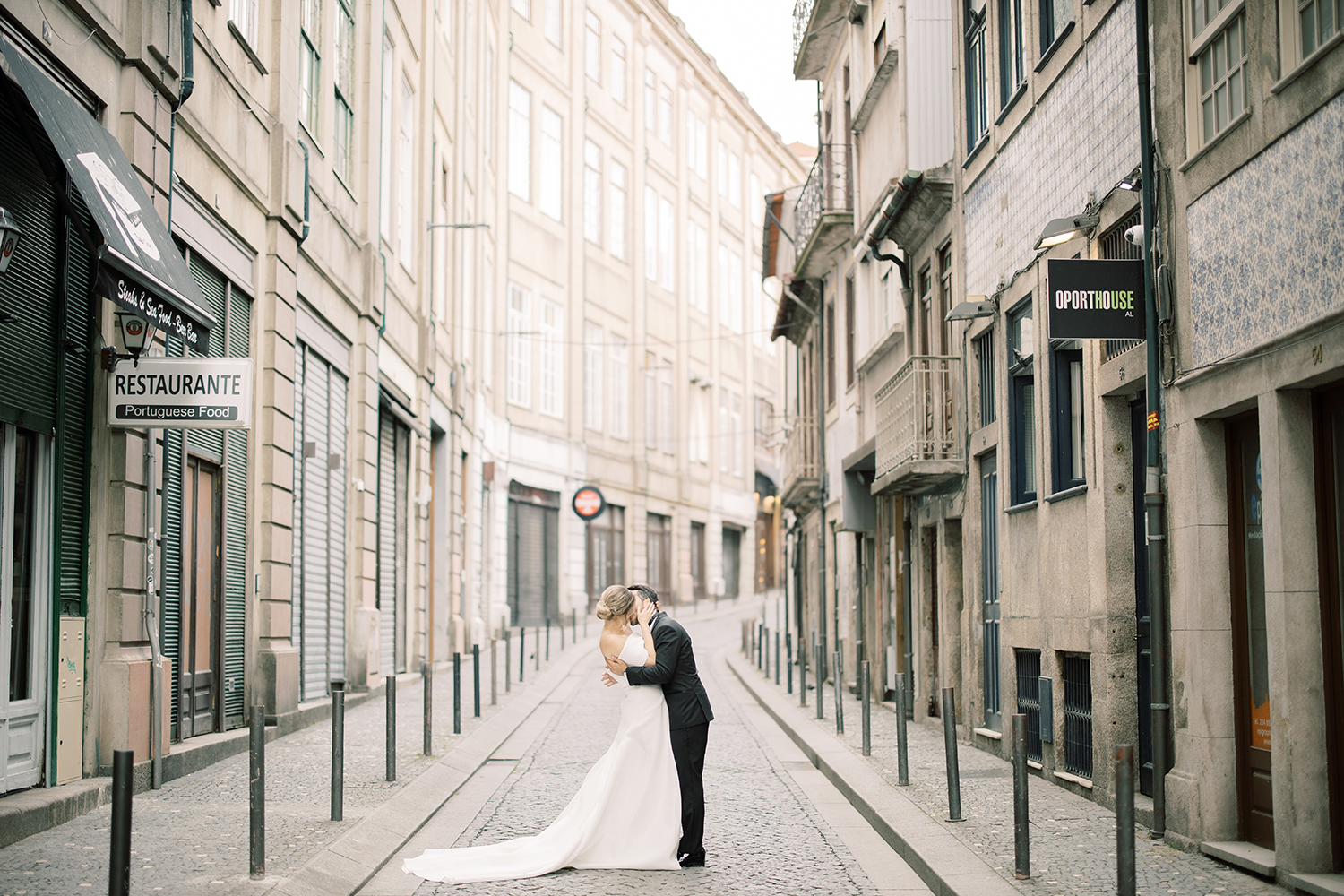 Wedding portraits in the streets of Porto