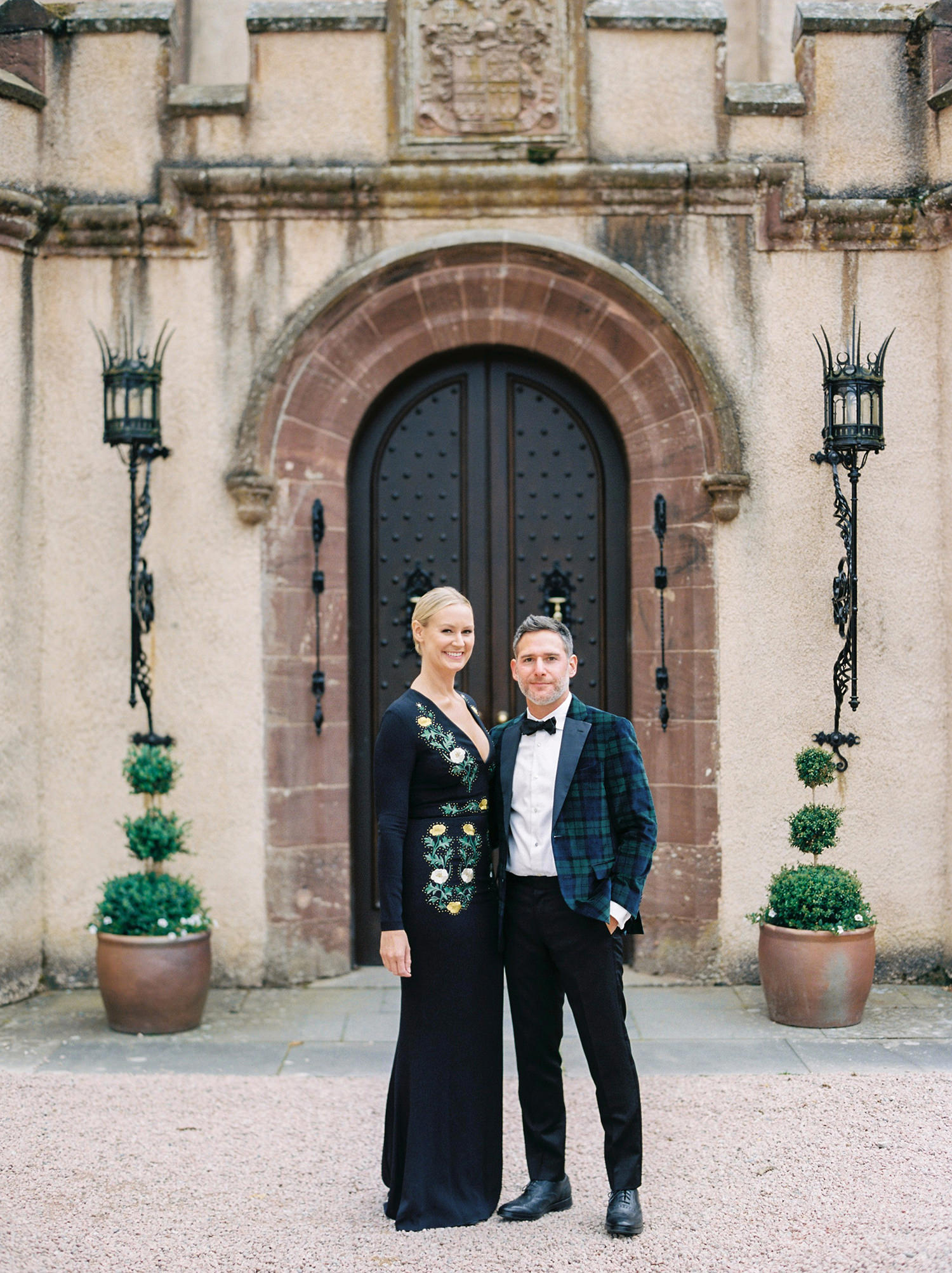 The couple welcoming their guests at the entrance of the Castle.